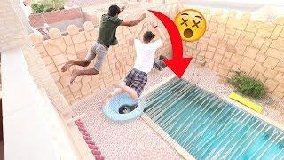تحدي القفز على مسبح كامل باللصق !!!