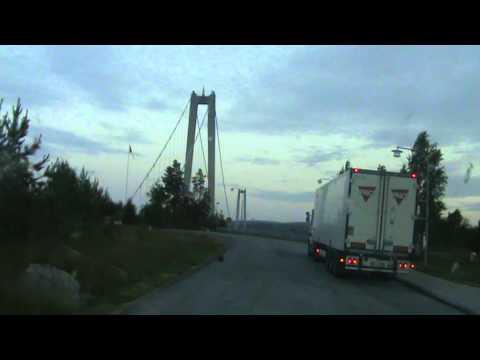Szwedzki Szofer Oddaje Mocz Na Zderzak Swojego Samochodu...pięć Metrów Od Toalety!!!!