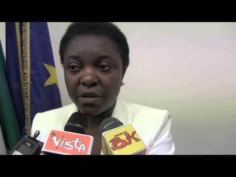 """03-05-13 Cécile Kyenge (PD): """"Non sono di colore, sono nera"""""""
