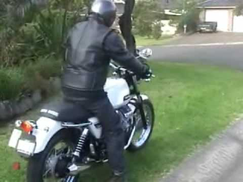 MotoGuzzi V7 classic with Staintune exhaust
