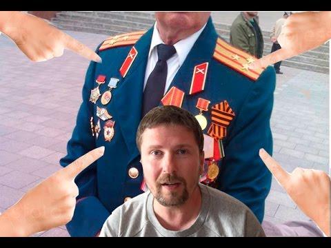 Ряженый с медалями  украинских СМИ