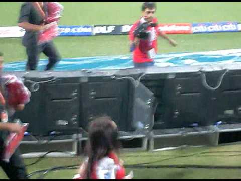 Kiss Of I Fone By Preeti Zinta In Dharamsala Ipl 2010 Kings Xi Punjab Vs Deccan Chargers video