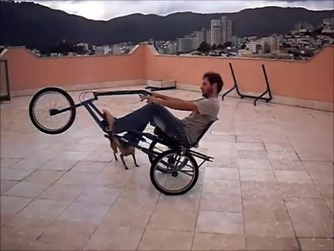 empinando triciclo