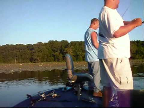 Fishing with Th Mo Show And Friends ON LAKE SAM RAYBURN _0001.WMV