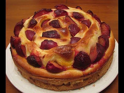 Дрожжевой пирог с творогом и сливами
