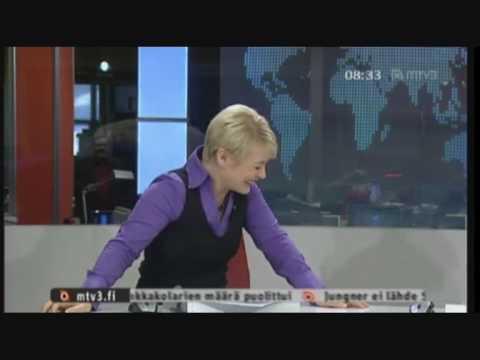 Kirsi Alm-Siira tipahtaa tuolilta