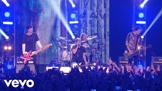 Download Lagu 5 Seconds of Summer - She Looks So Perfect (Vevo Certified Live) Gratis STAFABAND