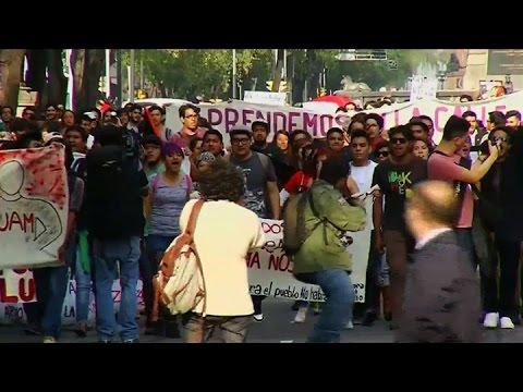 Miles de estudiantes manifestaron en méxico por la desaparición de 43 jóvenes