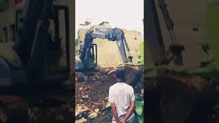 Máy cẩu máy xúc muc đất xây dựng nhà
