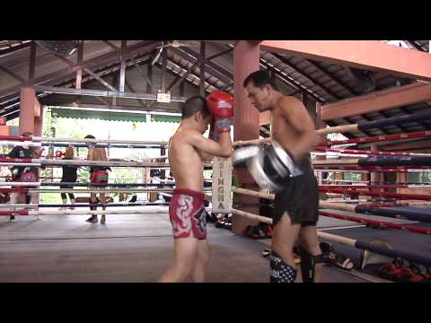 Janjao Fairtex training with Fairtex Aero Focus Mitts Image 1