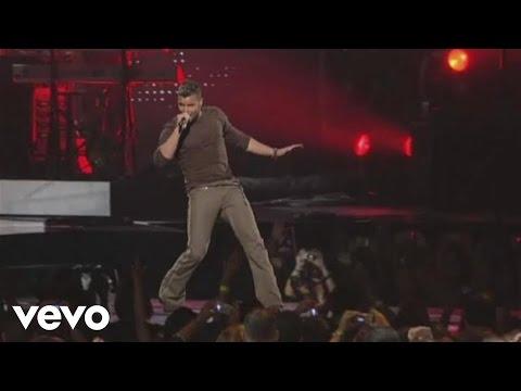 Ricky Martin - Pégate / Raza de Mil Colores / Por Arriba, Por Abajo Medley
