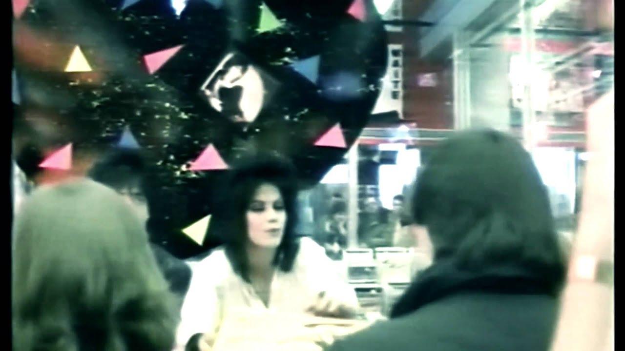 Joan Jett - Cherry bomb [HQ] - YouTube