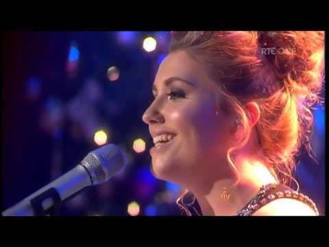 Ella Henderson performs Silent Night on The Saturday Night ...
