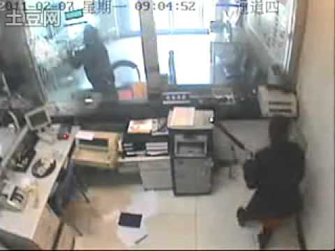 EPIC ROBBER/POLICE DOUBLE FAIL: World's lousiest bank robbery and arrest took place in China