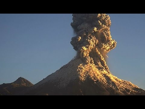 Éruption du volcan Colima au Mexique
