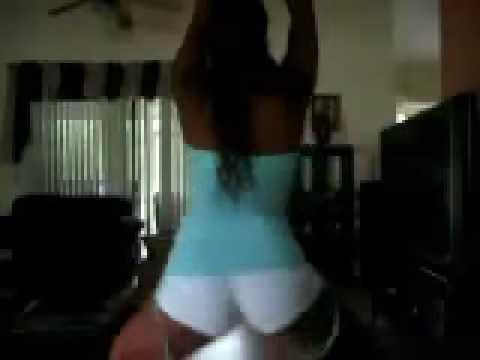 Tesuda dançando com tudo dentro - MAIS VÍDEOS DESSA GOSTOSA NO SITE WWW.ALININHA.INFO !!!