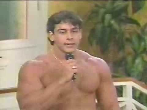 Huge Muscle Hunk Video