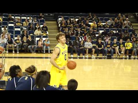 Zack Novak wins Michigan Midnight Madness Dunk Contest 2009