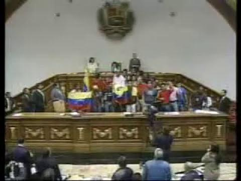Cadena completa: estudiantes revolucionarios y opositores en la Asamblea Nacional, 2007