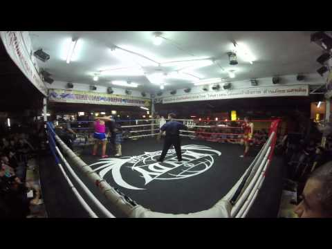 Fight in Thapae boxing stadium, french lady VS thai lady (amazing)