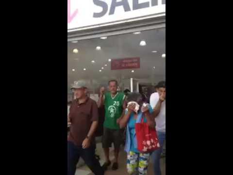 National Guard Fire Tear Gas Into Supermarket - Venezuela