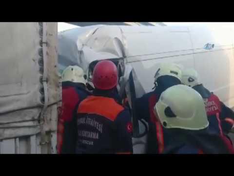 Basın Ekspres Yolunda Kaza! Kamyonet Tıra Arkadan Çarptı