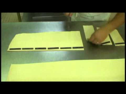 6 Détaillage et roulage des pains au chocolat