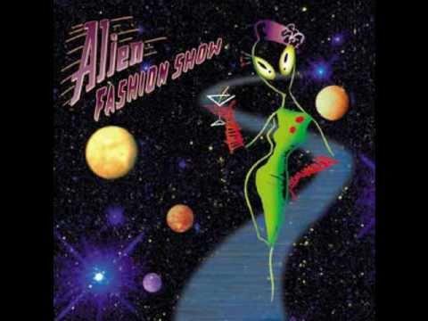 Alien Fashion Show - Crazy Moon