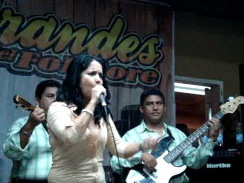 Cristina Maica & Dulce Maria - Pleito de Mujeres (En Vivo 13-06-2009).MPG