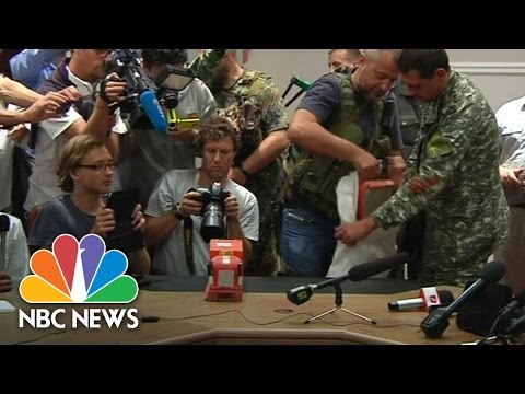 Ukrainian Rebels Hand Over MH17 Black Boxes | NBC News