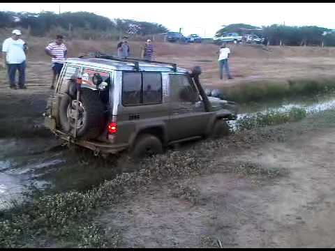 machito 4x4 en fosa