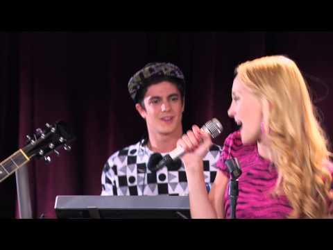 Violetta: Ludmila y los chicos cantan ¨Ser Mejor¨ Ep 56 Temp 2