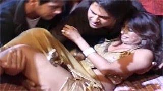 Kashmira Shah's NASTY FALL while dancing