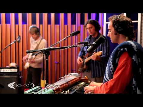 Beachwood Sparks performing &quot;Tarnished Gold&quot; on KCRW