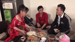 Ăn hết đồ của Hoài Linh bị Việt Hương chửi sấp mặt, Trấn Thành tức tối chút giận hết lên Chi Dân
