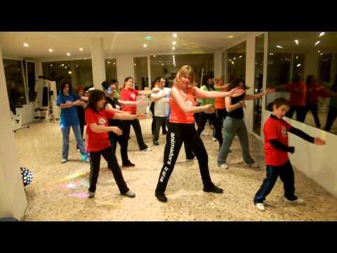 Animadora Infantil Iratxe.El baile del serrucho. (Aero-baile).