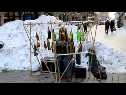 Steven Tyler plays bottle xelophone in Helsinki streets