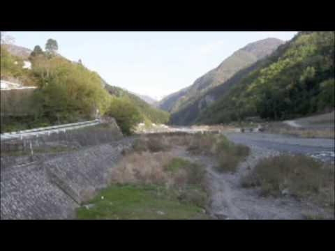 信州の秘湯:小渋温泉近くからの赤石岳です