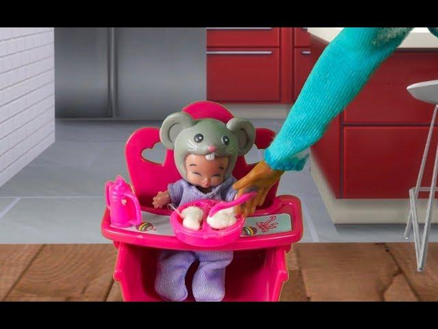 Rodzinka Barbie- Tata sam w domu. Bajka dla dzieci po polsku. The sims 4