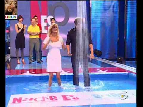Ivone Armand ducha traje blanco