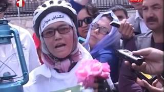 Two female athletes from Bamiyan to Kabul to draw a bicycle came to protest..