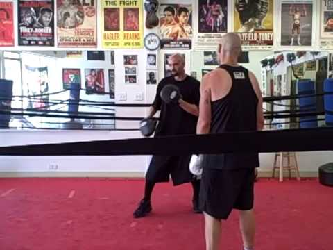 Boxing techniques bobbing and weaving, southpaw defense Image 1