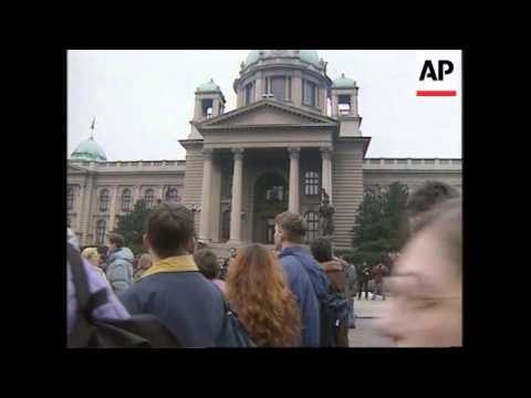 Serbia - Students march/radio station B-92 reopens