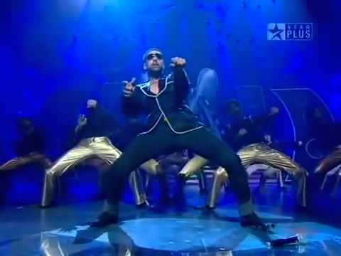 Akshay Kumar singing aja mahi aja mahi...