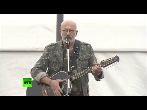 Александр Розенбаум выступил на авиабазе Хмеймим в День защитника Отечества