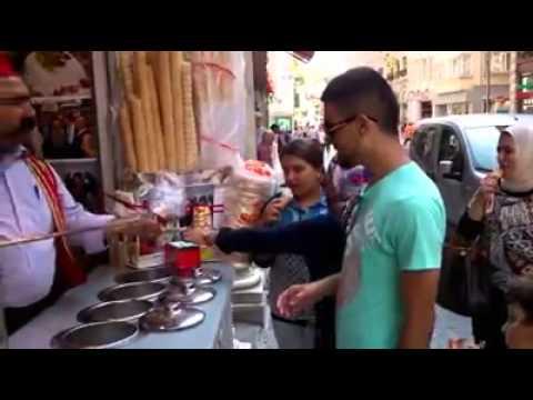 Turski Prodavac Sladoleda Pokazao Svoju Magiju   Turkish Ice Cream Vendor Showed Their Magic video