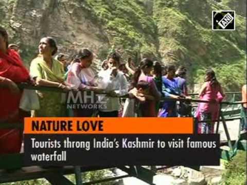 Tourists throng India's Kashmir to visit famous waterfall (22 Jun, 2016)