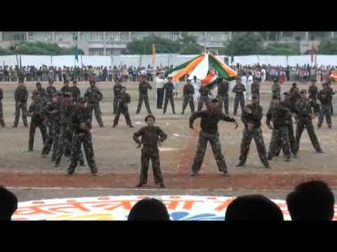 kandhon se milte hai kandhe a patriotic dance by shishu niketan...