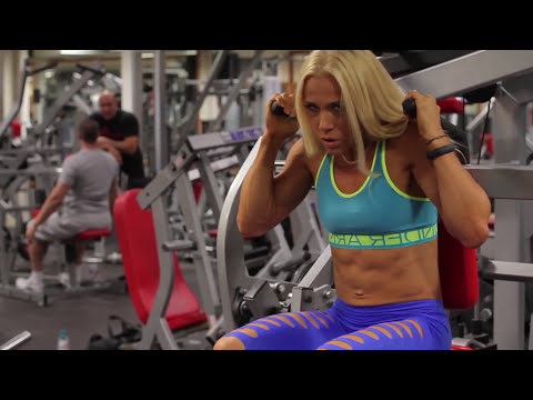 Alina Andrews Sexy Abs workout video