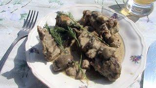 Кролик с грибами, тушенный в сметане в казане на костре